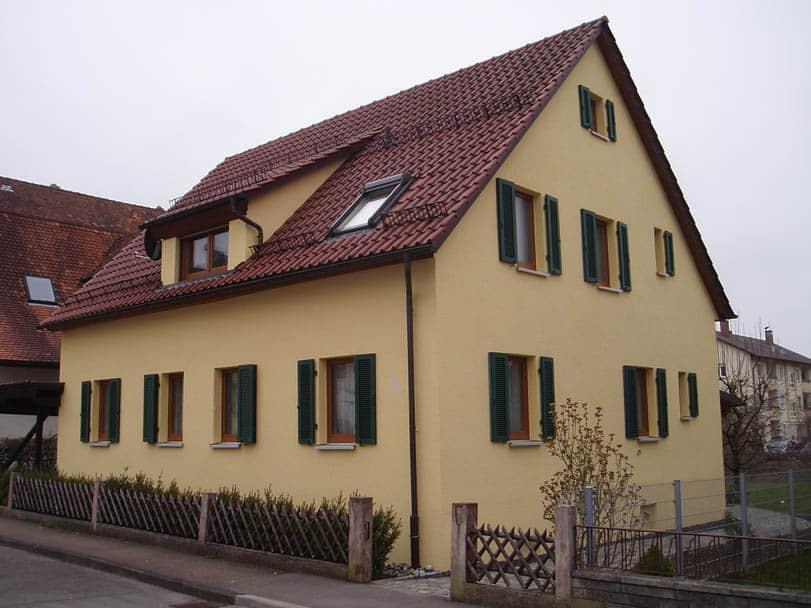 Wohnhaus in Donzdorf: Anstich und Gestaltung des Hauses mit Fassadenfarbe