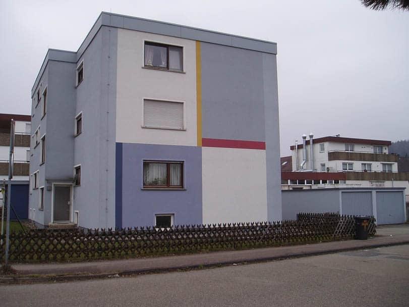 Mehrfamilienhaus in Donzdorf: Anstich und Gestaltung des Hauses mit Fassadenfarbe Sto Lotusan