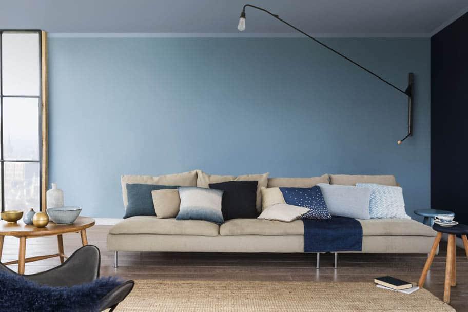 Farbe des Jahres 2017 - Wohnzimmer mit blauer Wand