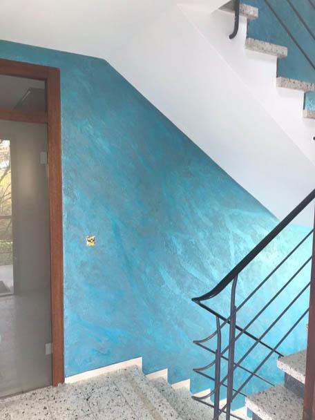 Treppenhaus in frischem Türkis - Hofele Stuckateur und Maler Süssen, Kreis Göppingen