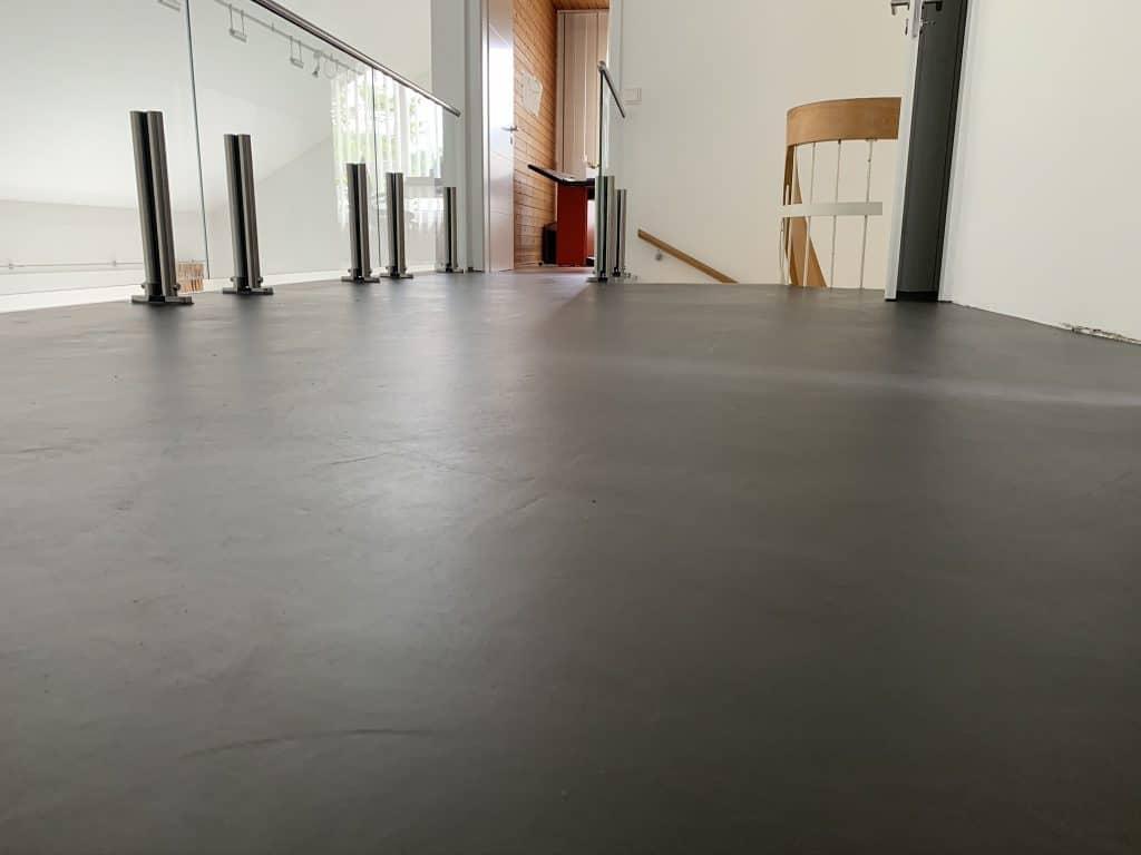 Fugenlose Oberflächen: Boden in Farbe Anthrazitgrau - Hofele Stuckateur und Maler Süssen, Kreis Göppingen