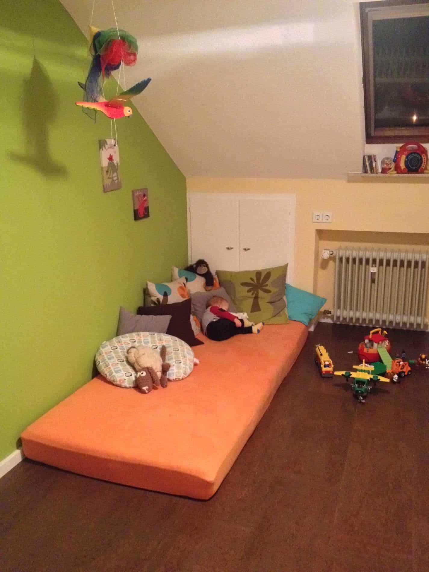 farbig gestrichenes Kinderzimmer in Grün & Gelb
