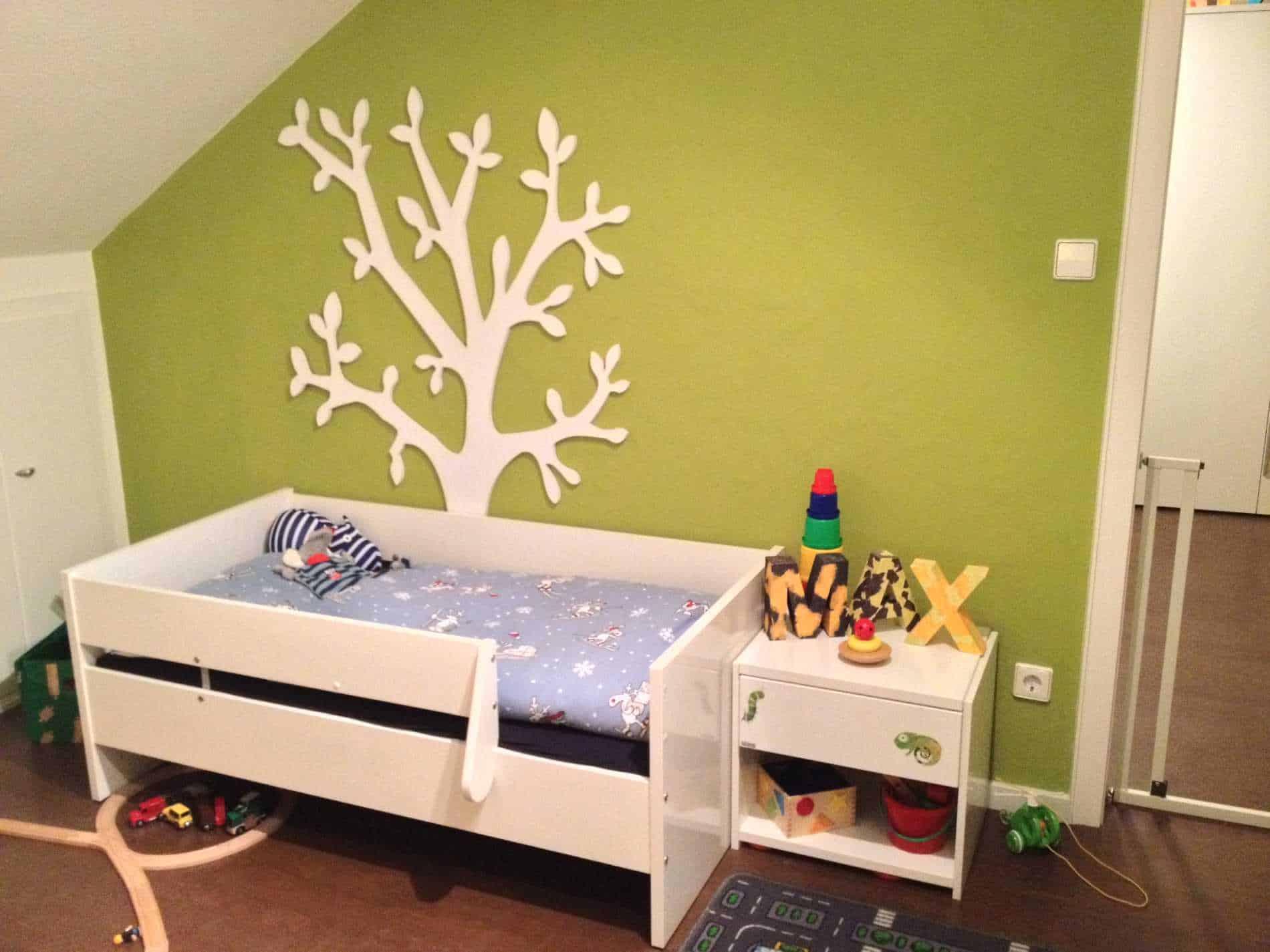 grün gestrichene Kinderzimmerwand